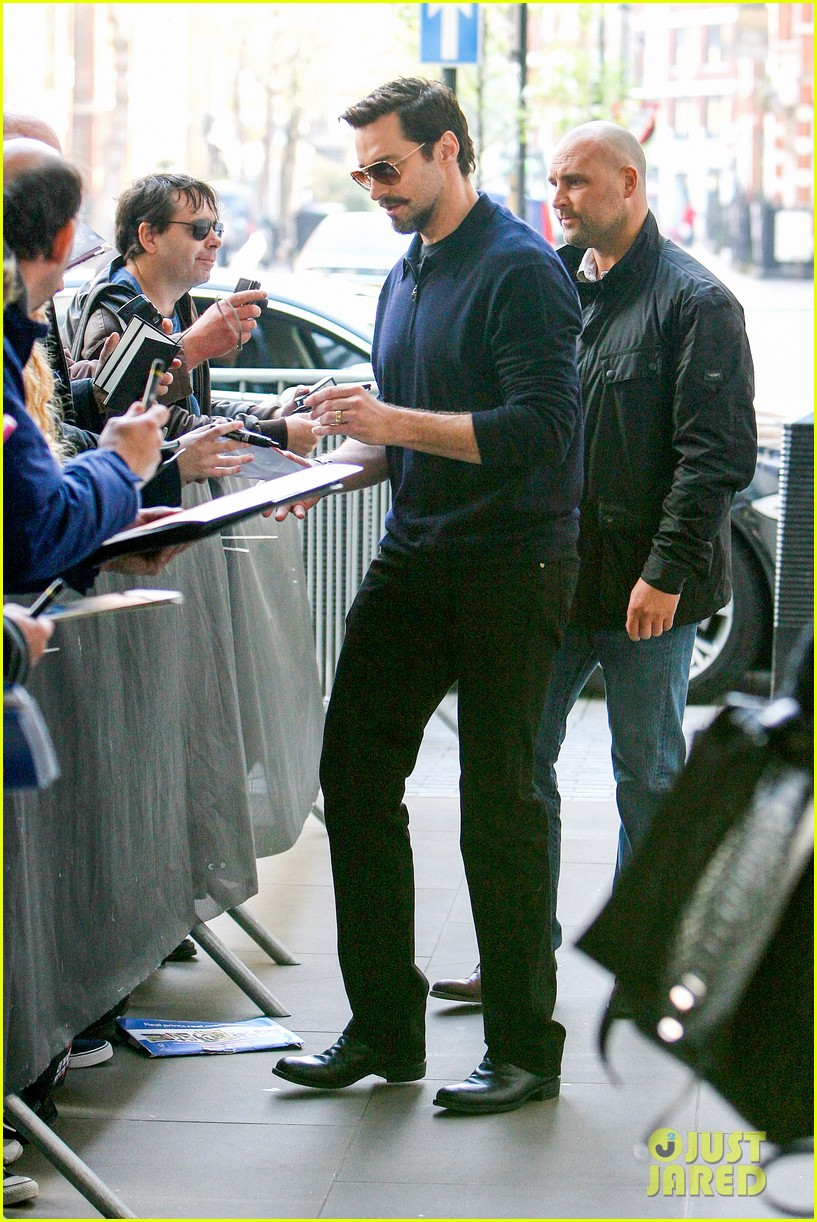hugh jackman sings who am i from les miserables as wolverine 083081843