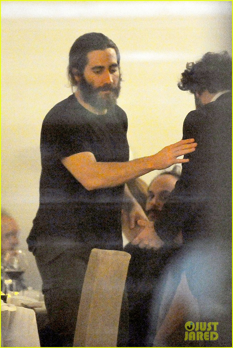 jake gyllenhaal dines out with mystery gal in rome 013067867