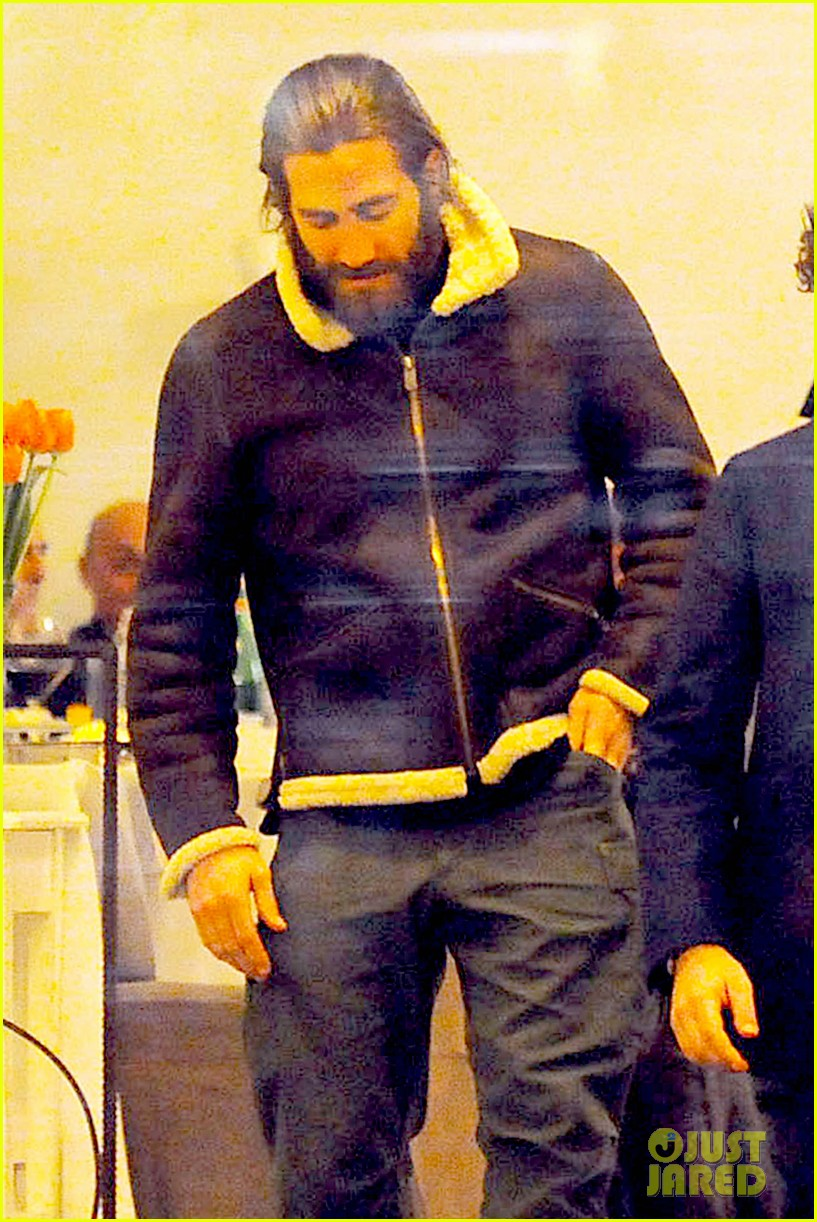 jake gyllenhaal dines out with mystery gal in rome 043067870