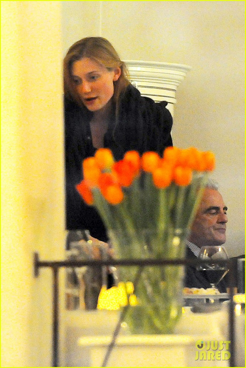 jake gyllenhaal dines out with mystery gal in rome 053067871