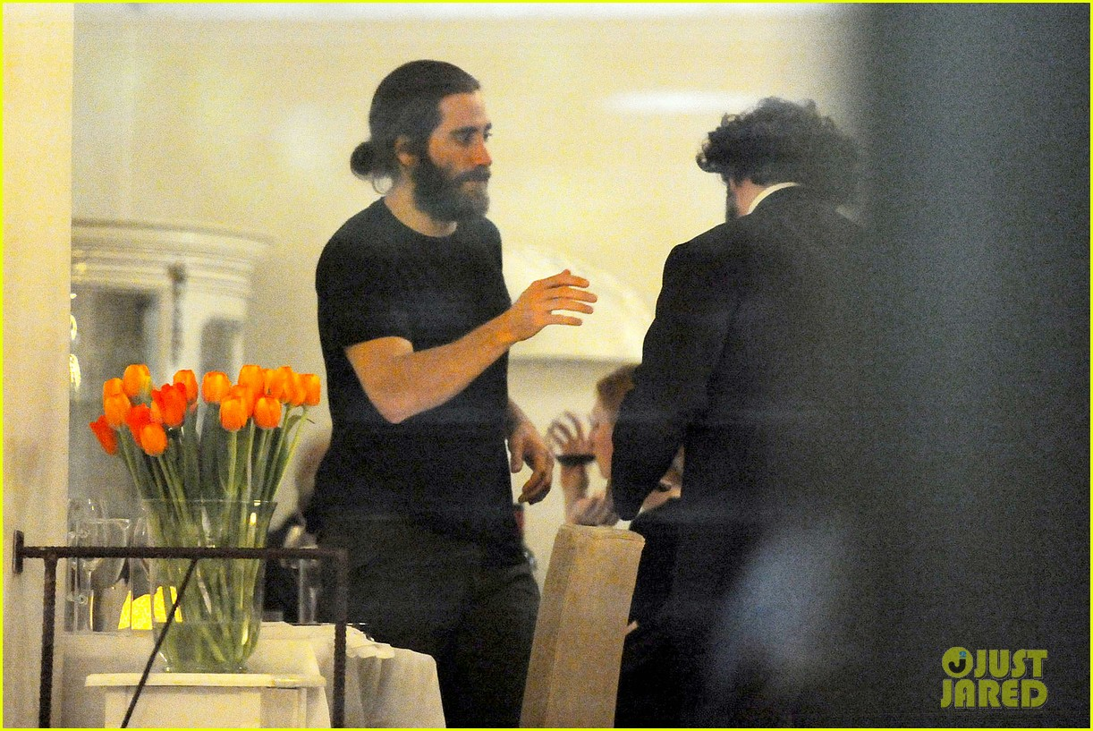 jake gyllenhaal dines out with mystery gal in rome 123067878