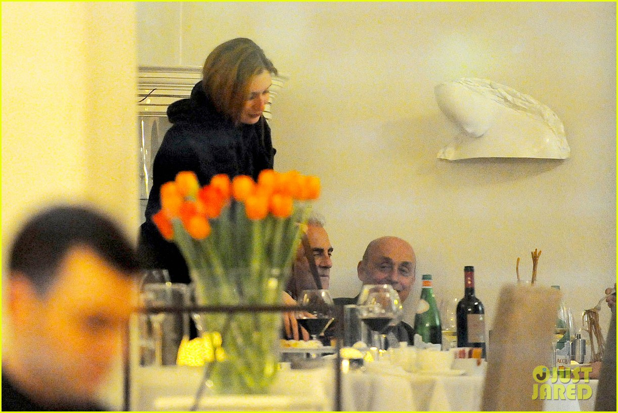 jake gyllenhaal dines out with mystery gal in rome 263067892