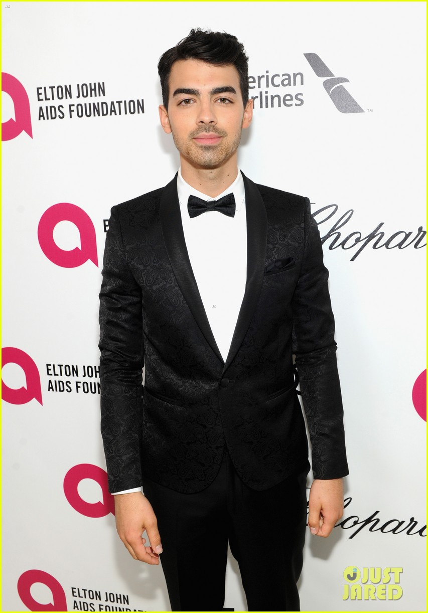 joe jonas colton haynes elton john oscars party 2014 043064091