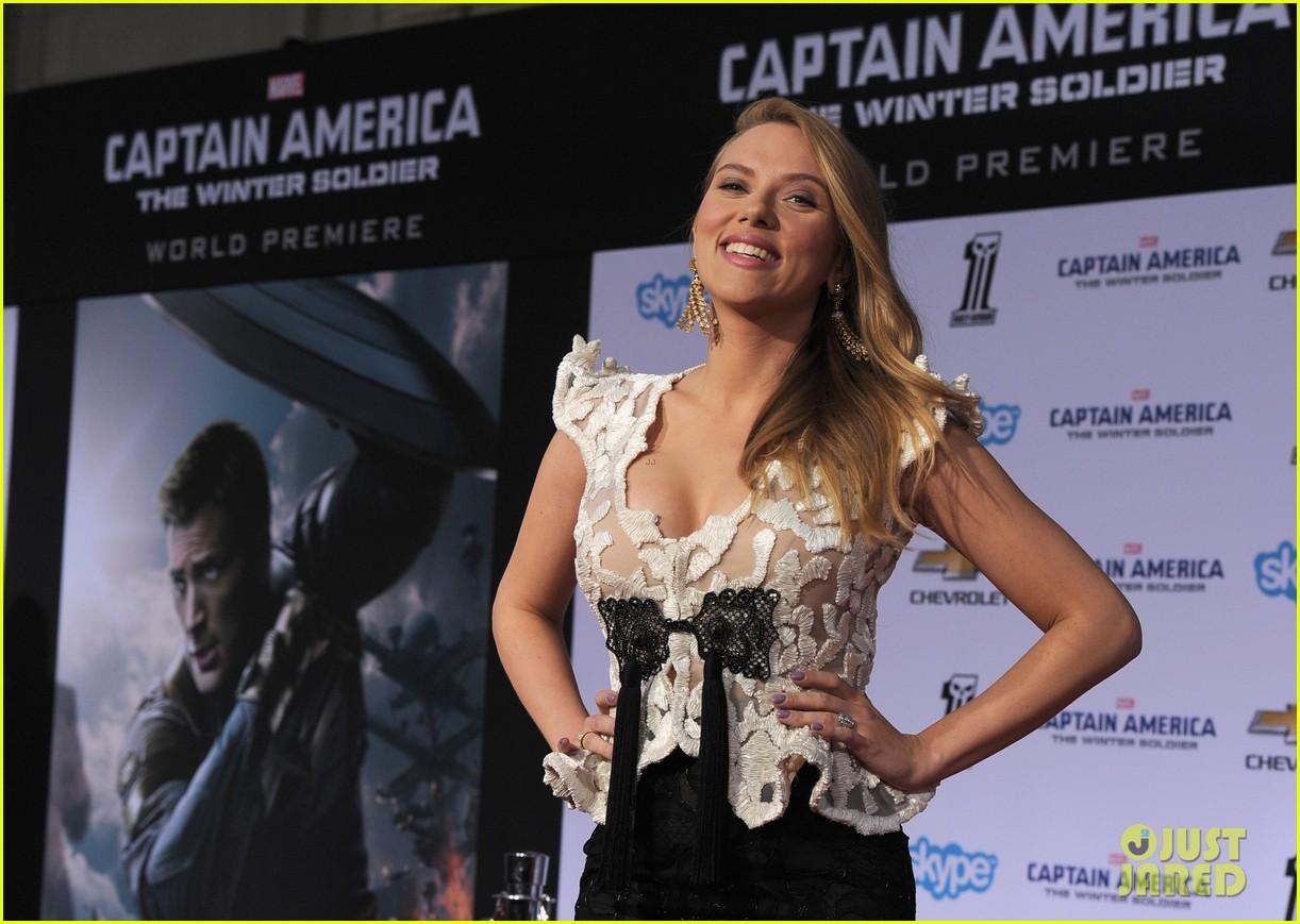 scarlett johansson pregnant captain america 2 premiere 153071600