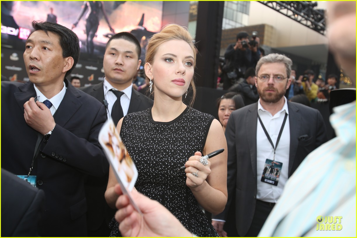 scarlett johansson chris evans bring captain america to china 023077972