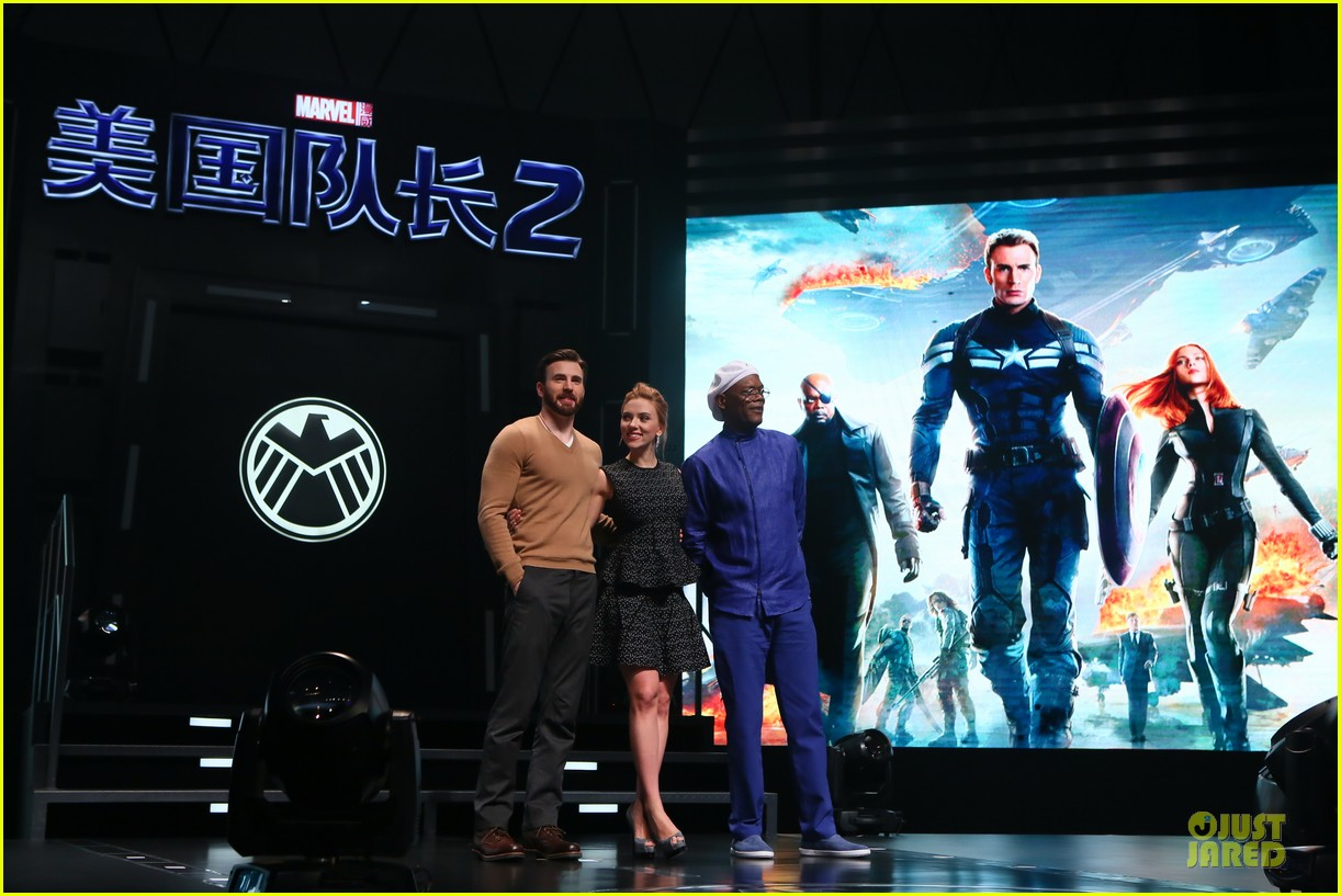scarlett johansson chris evans bring captain america to china 053077975
