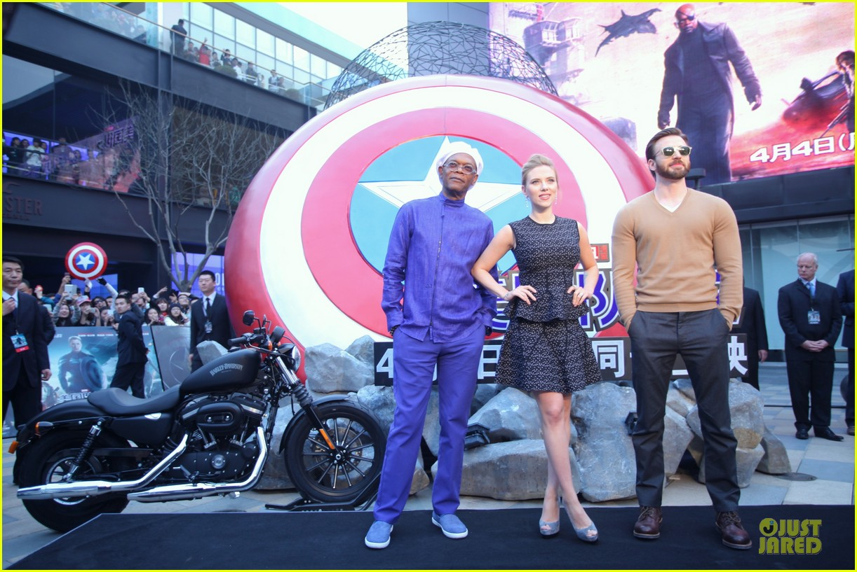 scarlett johansson chris evans bring captain america to china 103077980