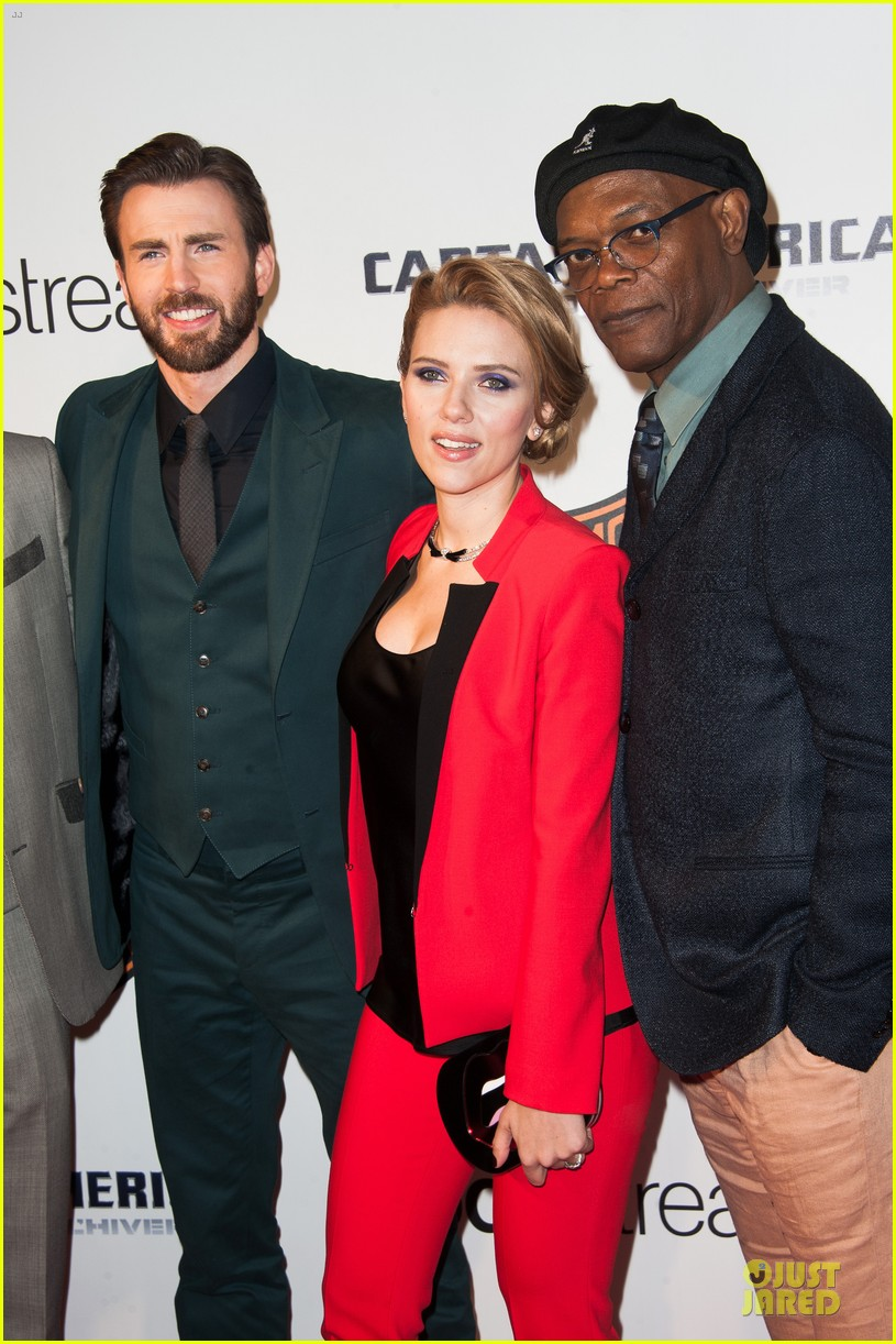 scarlett johansson chris evans captain america paris 023073560