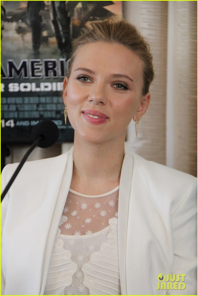 scarlett johansson captain america press conference 01
