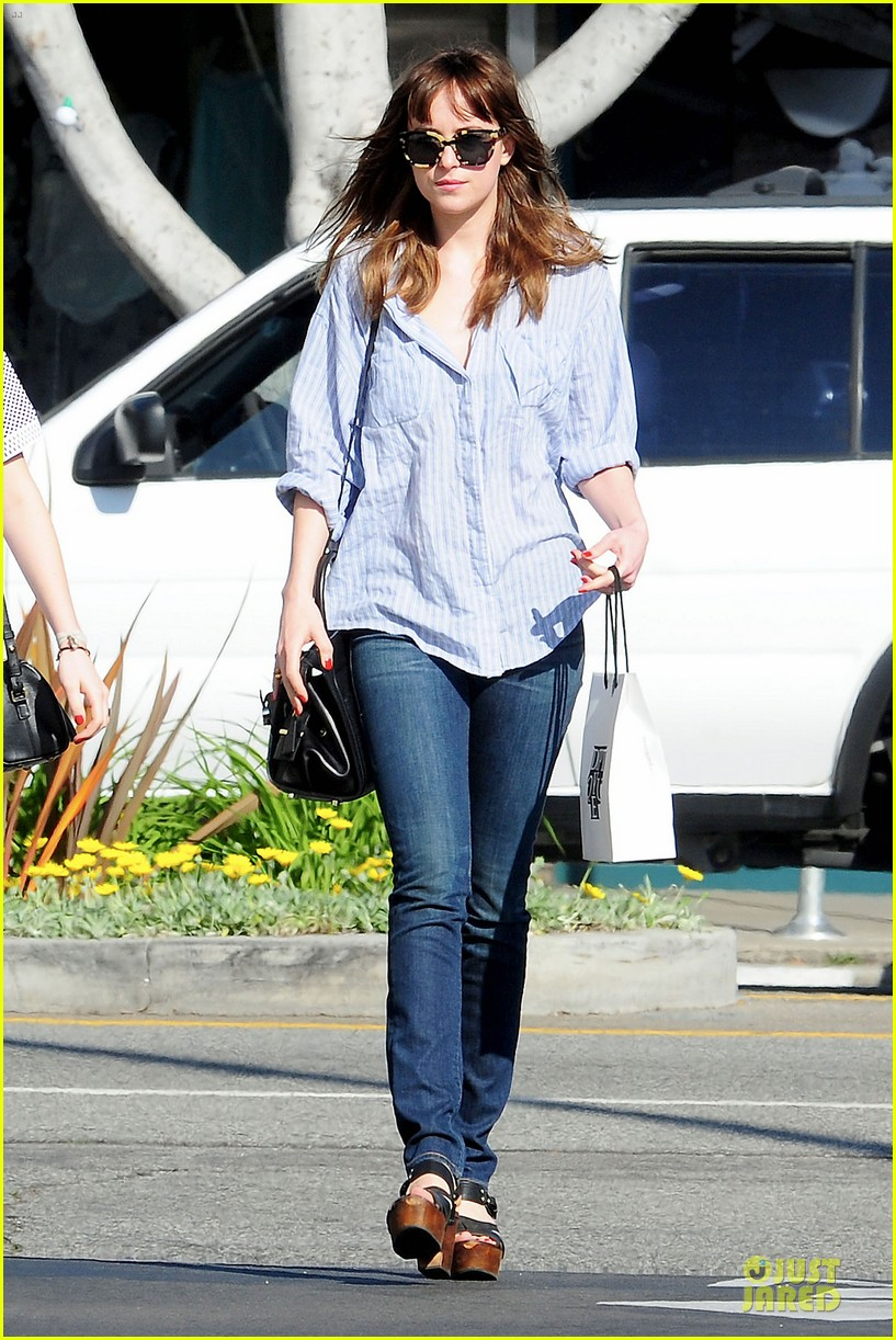 dakota johnson fifty shades of grey get to her head 093072599