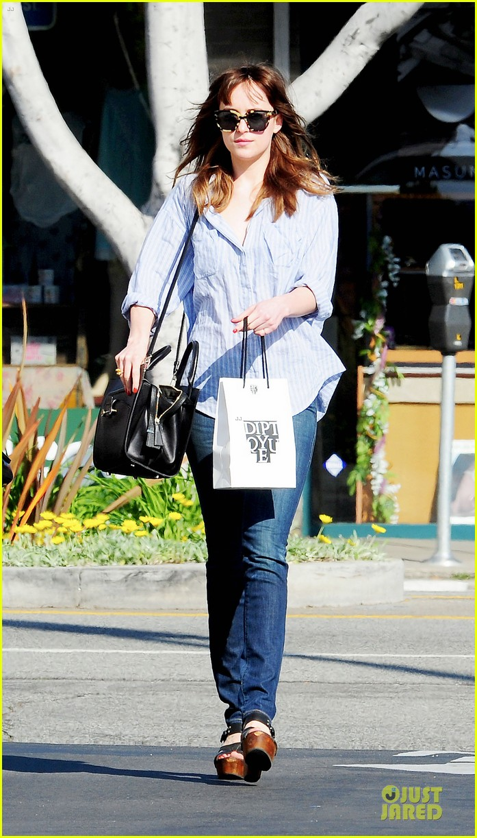 dakota johnson fifty shades of grey get to her head 113072601