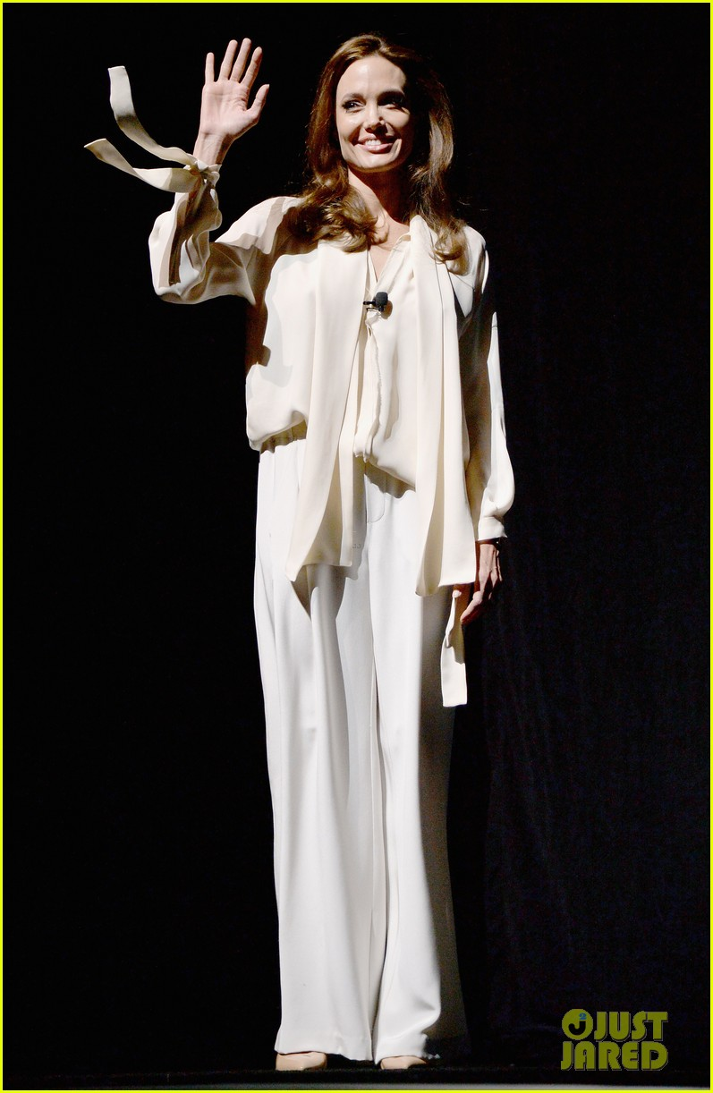 angelina jolie vision in white at cinema con 103078438
