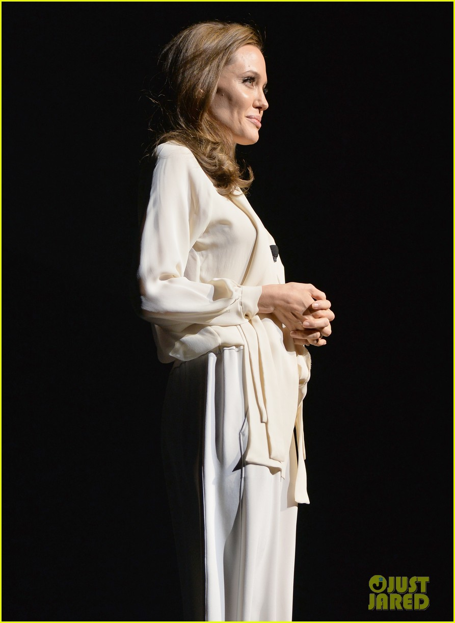 angelina jolie vision in white at cinema con 123078440