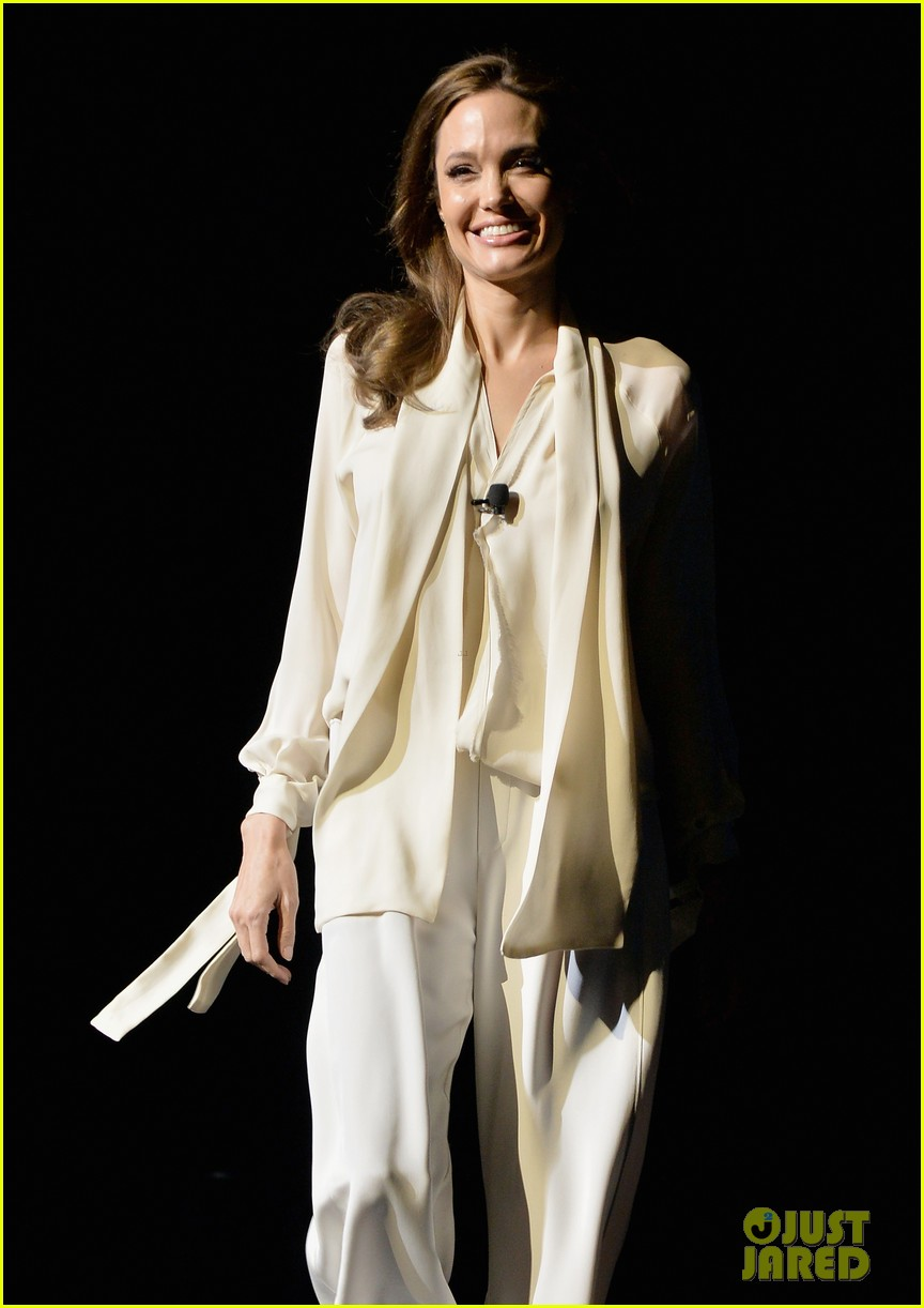 angelina jolie vision in white at cinema con 163078444