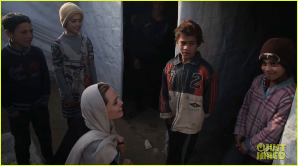 angelina jolie puts spotlight on syrian refugees in cnn report 023079896
