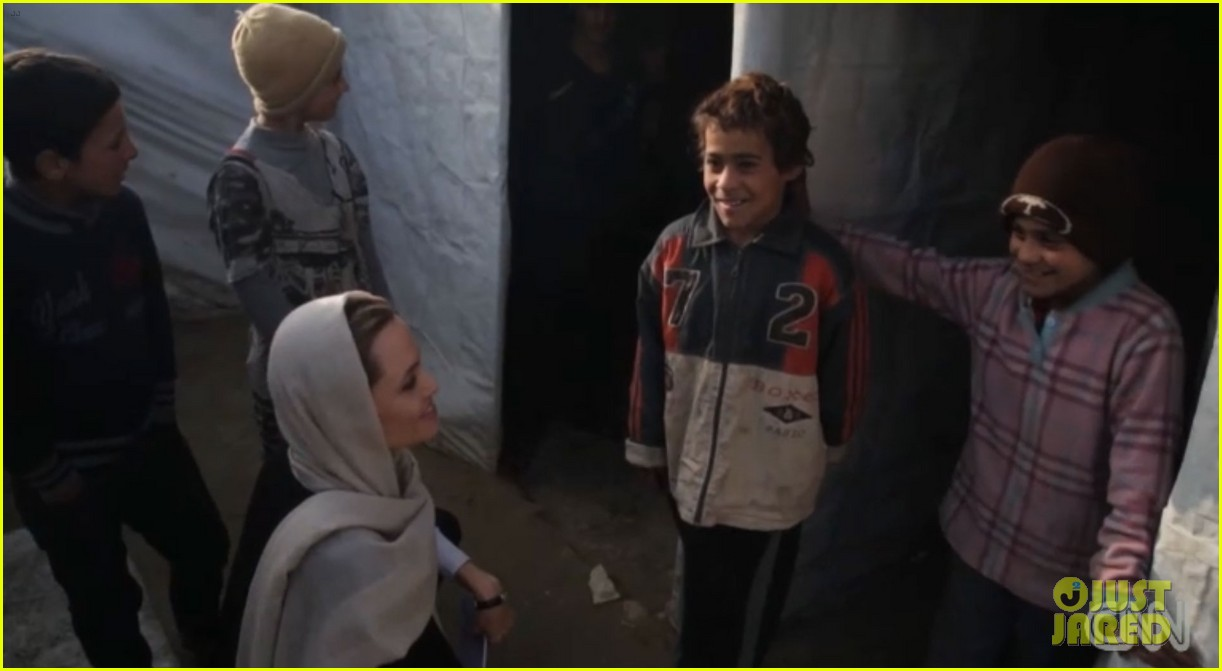 angelina jolie puts spotlight on syrian refugees in cnn report 043079898