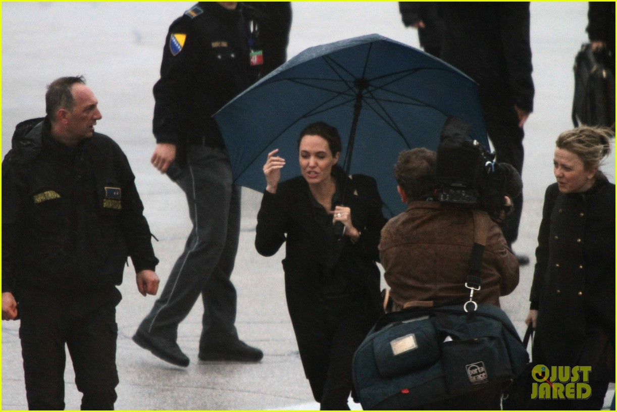 angelina jolie lands in rainy sarejevo with william hague 083079833
