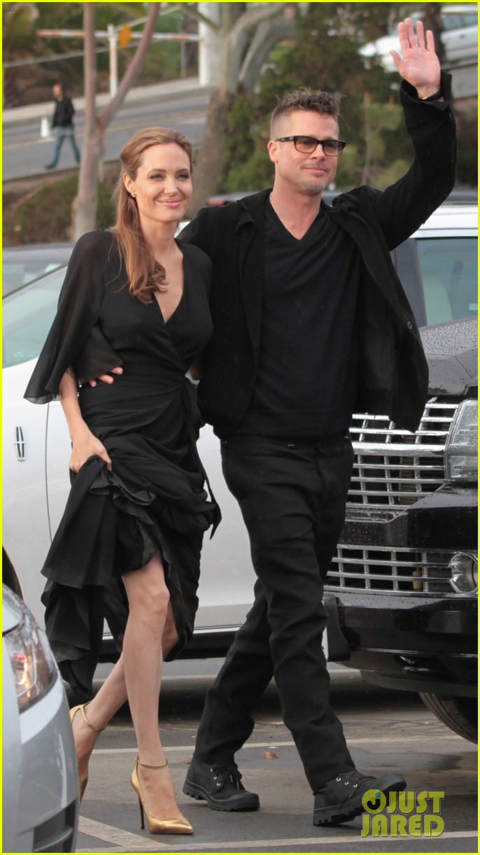 angelina jolie trips on her dress after the spirit awards 2014 01