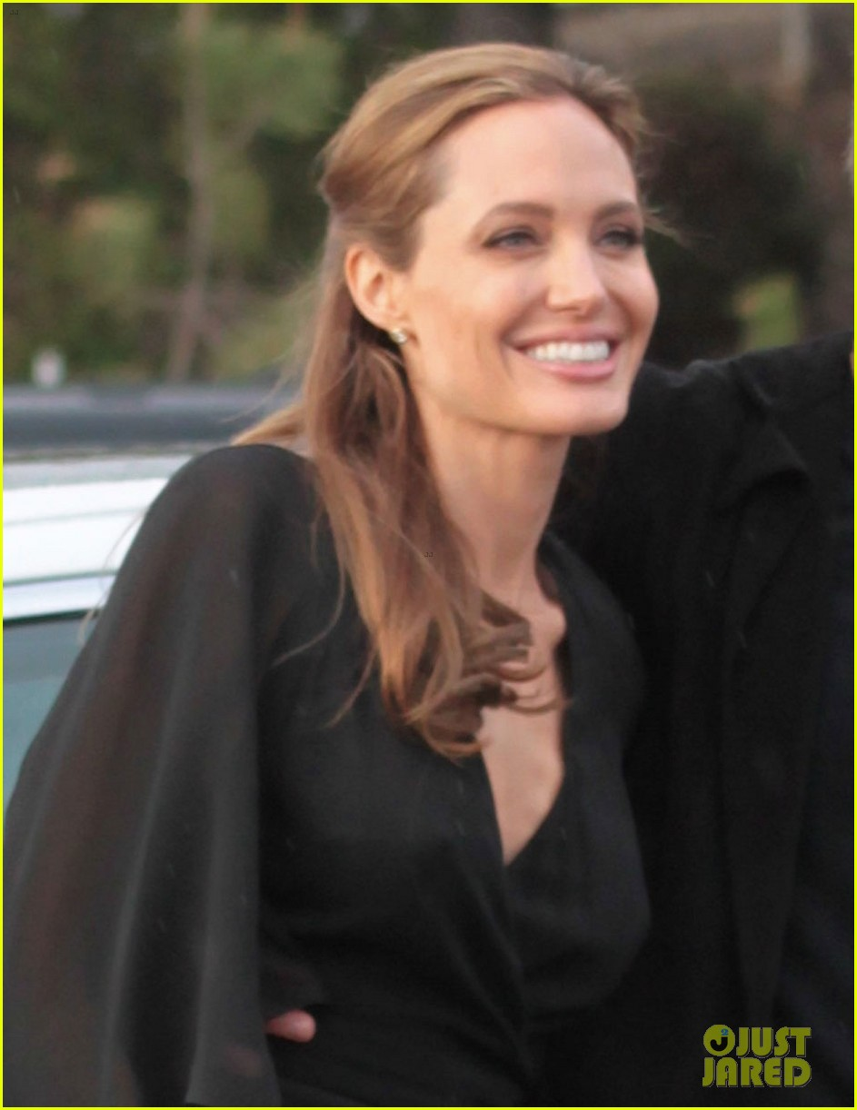 angelina jolie trips on her dress after the spirit awards 2014 023063189