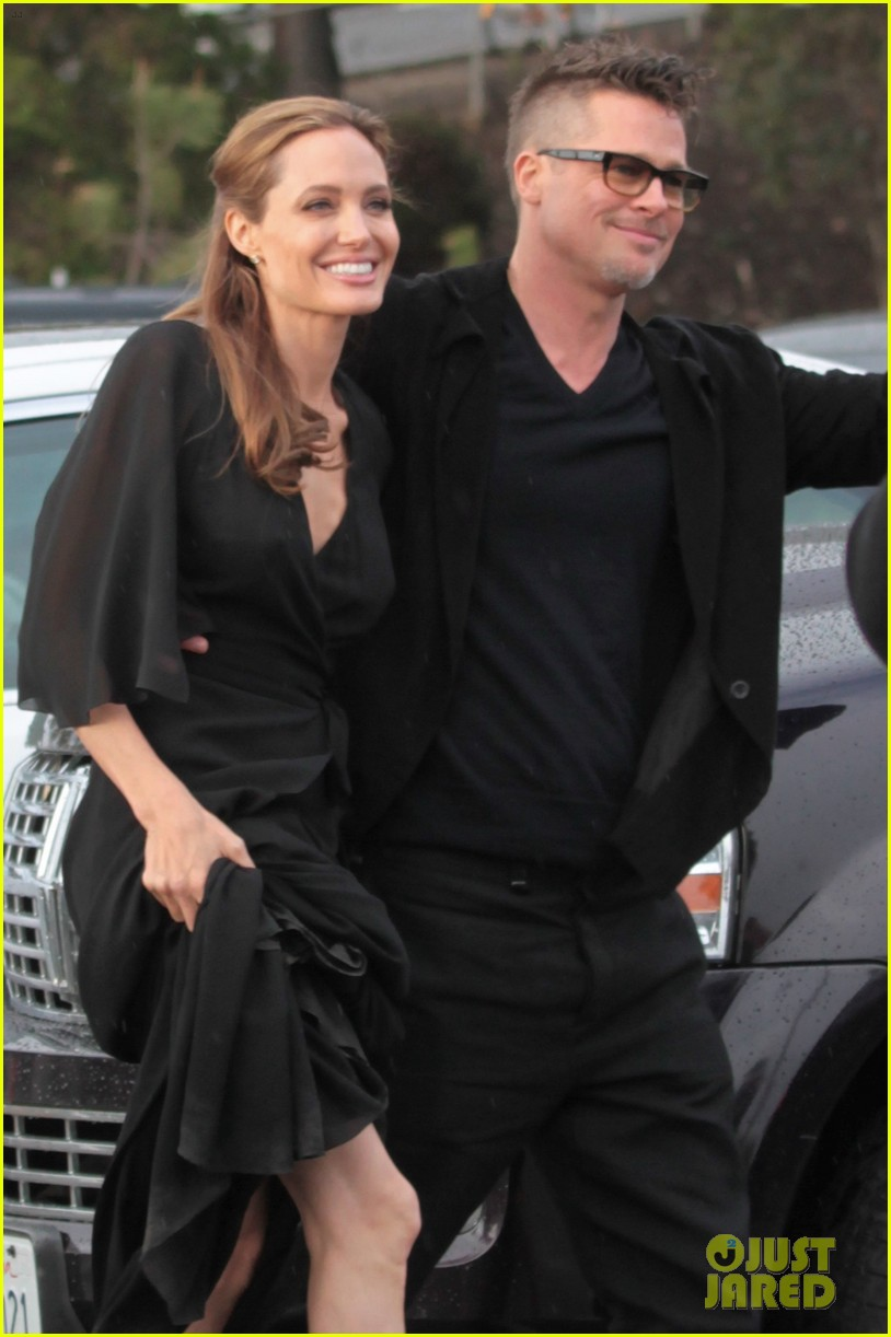 angelina jolie trips on her dress after the spirit awards 2014 053063192