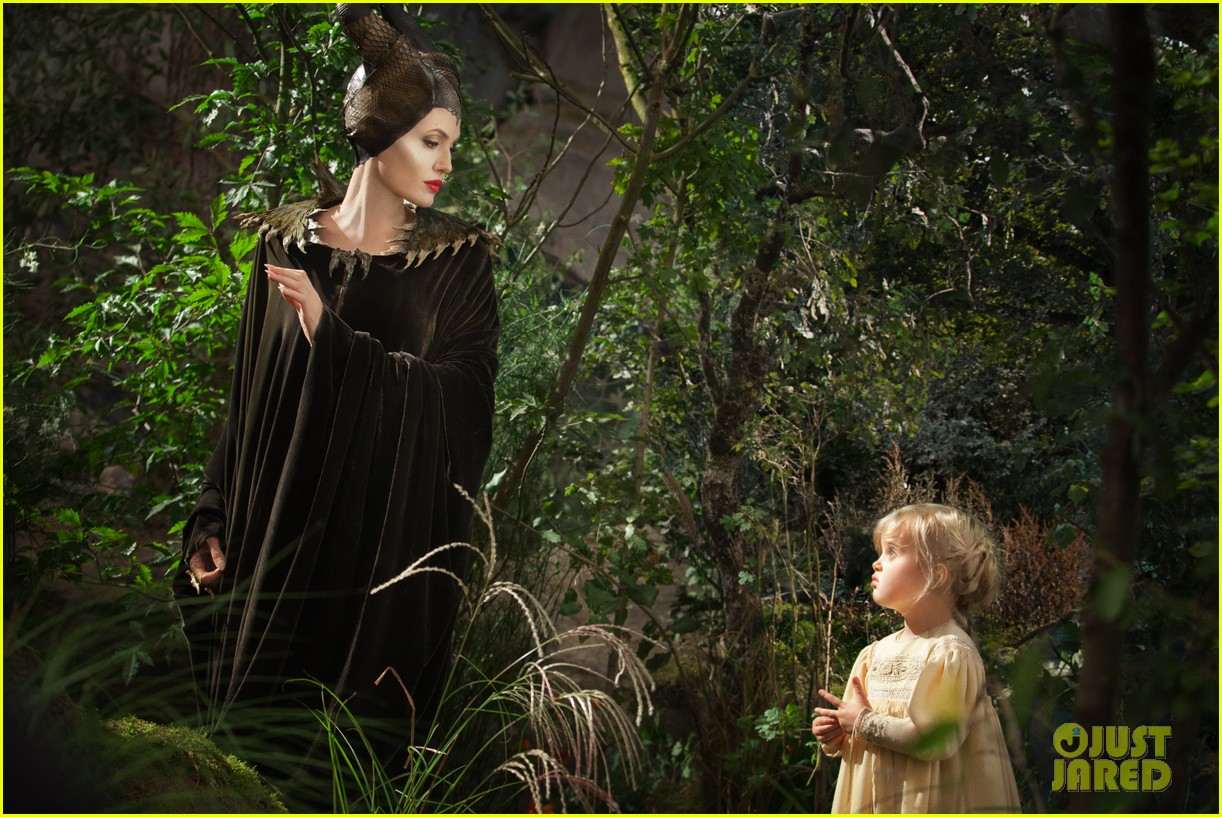 angelina jolie new maleficent trailer stills 023073350