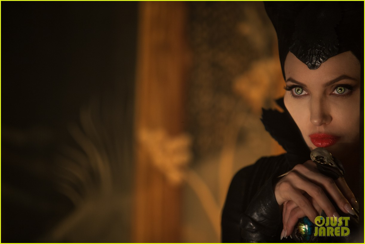angelina jolie new maleficent trailer stills 163073364