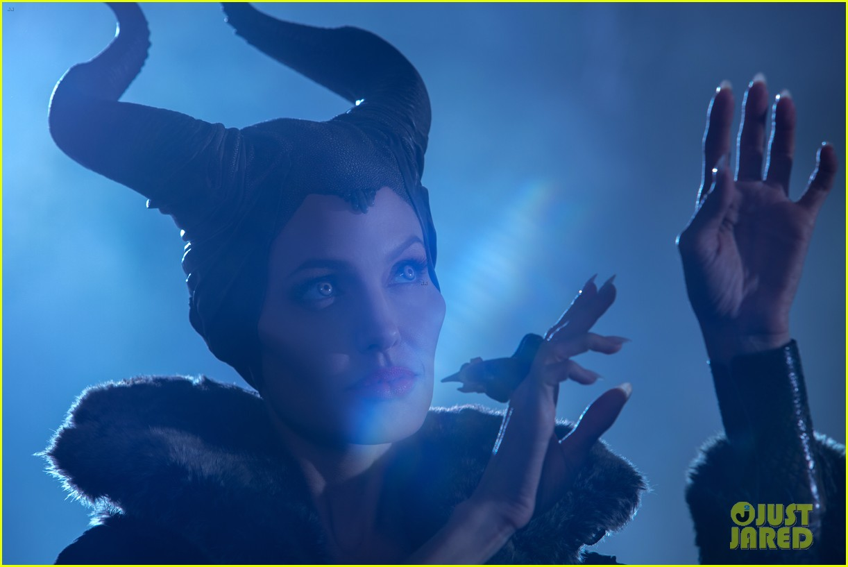 angelina jolie new maleficent trailer stills 173073365
