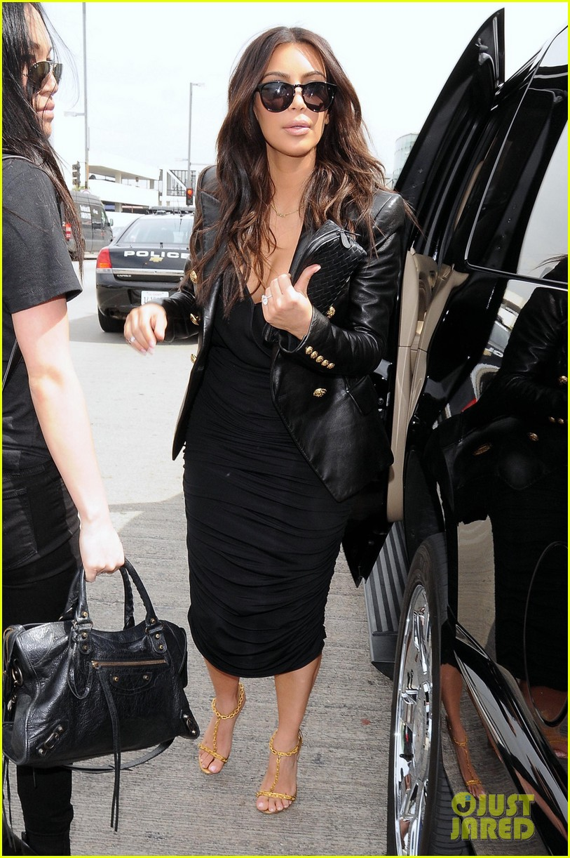 kim kardashian involved in minor car accident in beverly hills 013069978