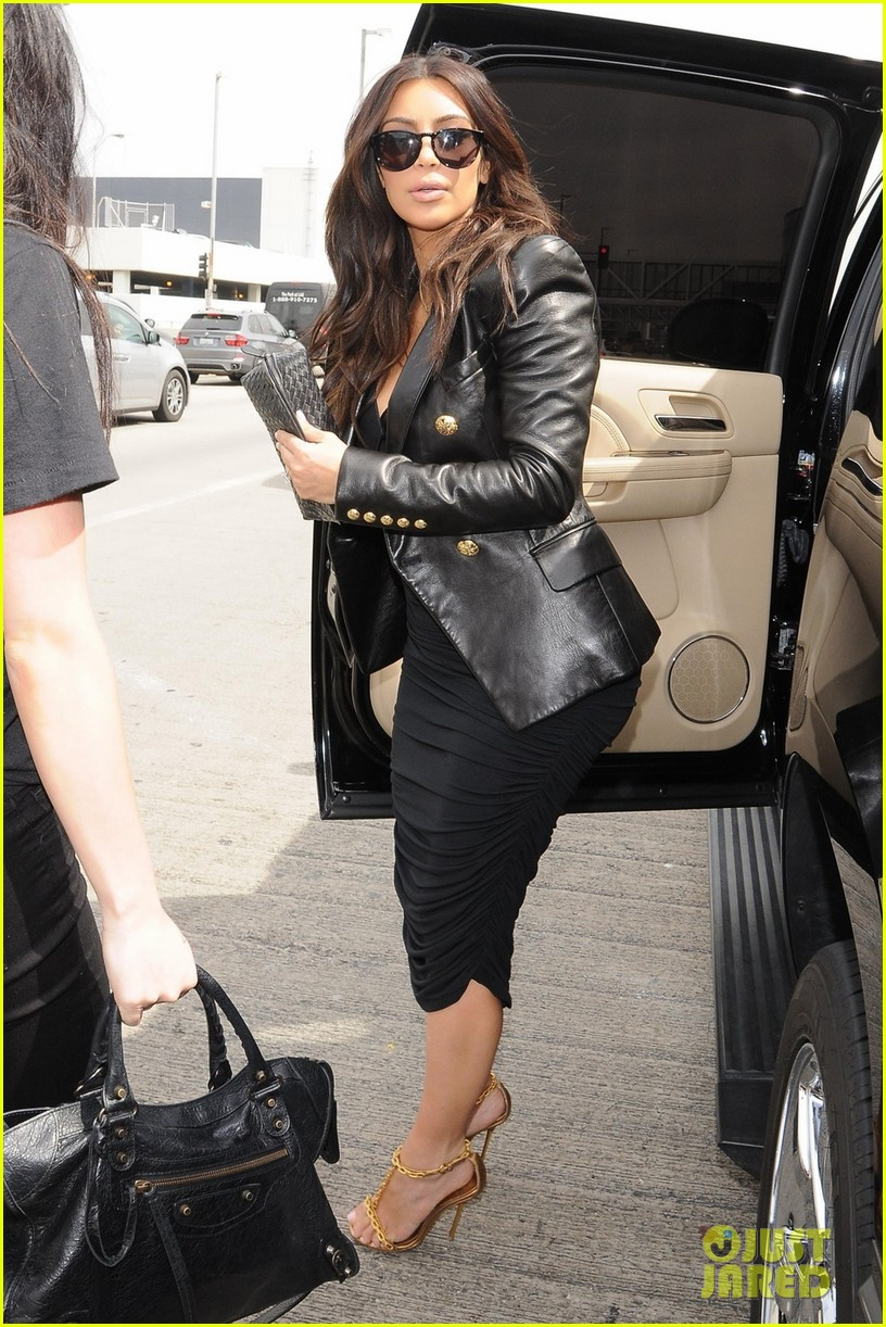 kim kardashian involved in minor car accident in beverly hills 063069983