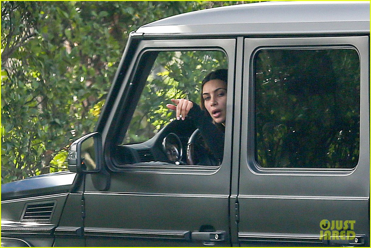 kim kardashian involved in minor car accident in beverly hills 08