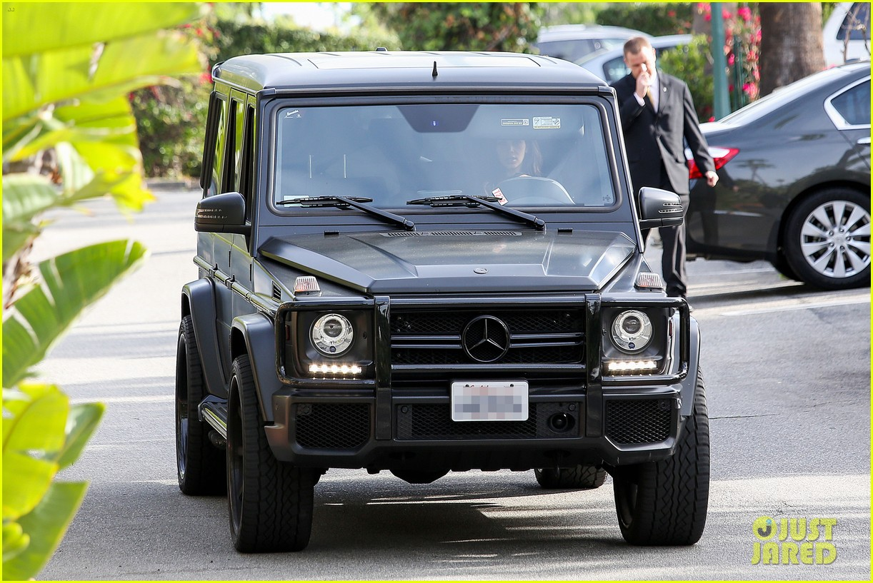kim kardashian involved in minor car accident in beverly hills 09