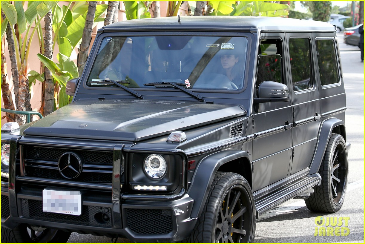 kim kardashian involved in minor car accident in beverly hills 153069992