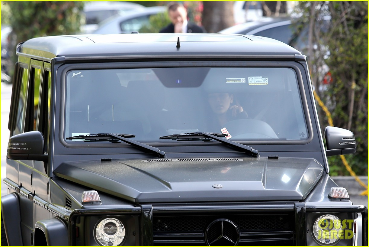 kim kardashian involved in minor car accident in beverly hills 173069994