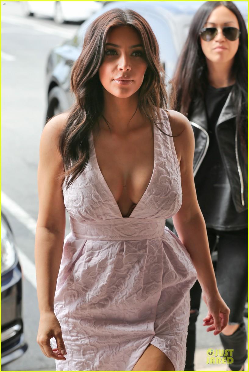 kim kardashian cameras flashing with legs 063076201