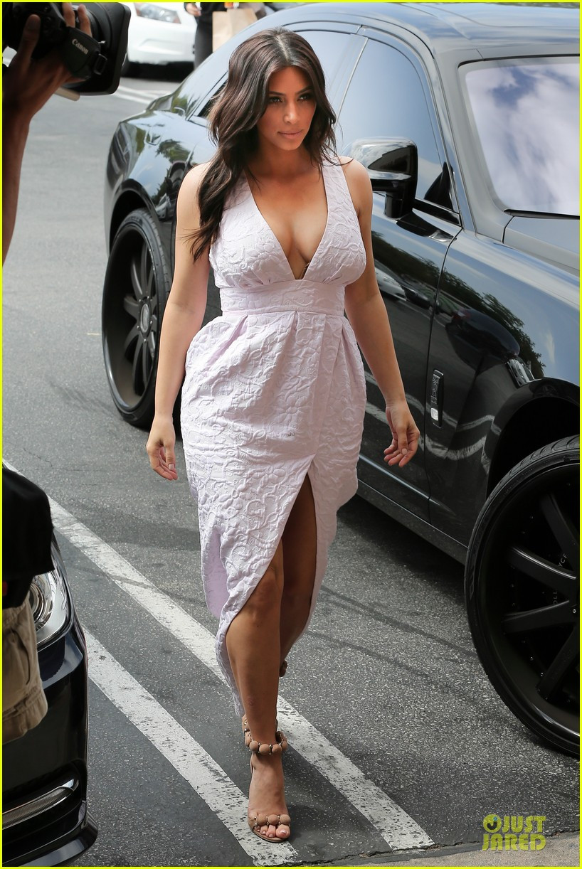 kim kardashian cameras flashing with legs 103076205