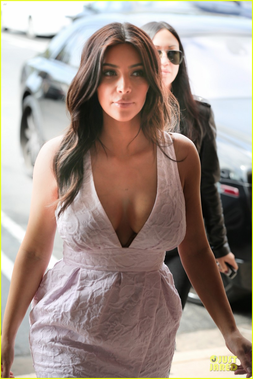 kim kardashian cameras flashing with legs 113076206