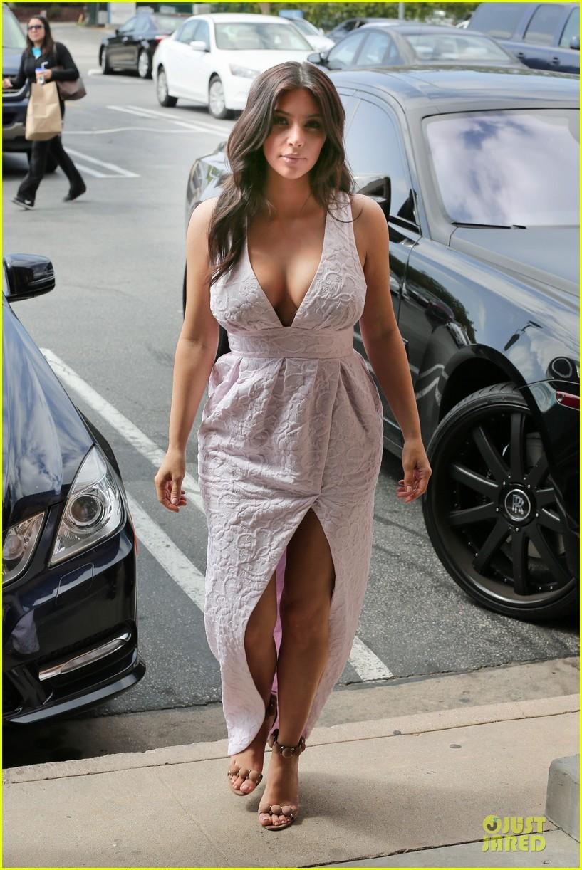 kim kardashian cameras flashing with legs 14