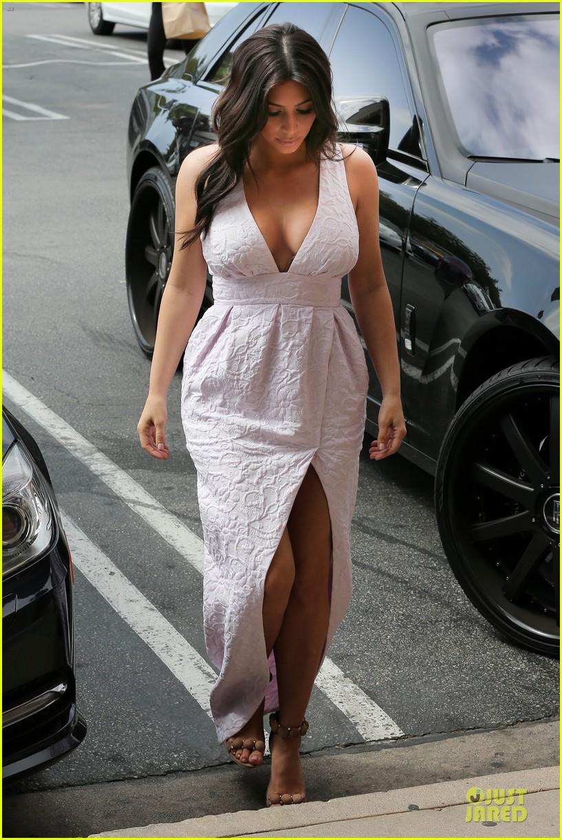 kim kardashian cameras flashing with legs 253076220