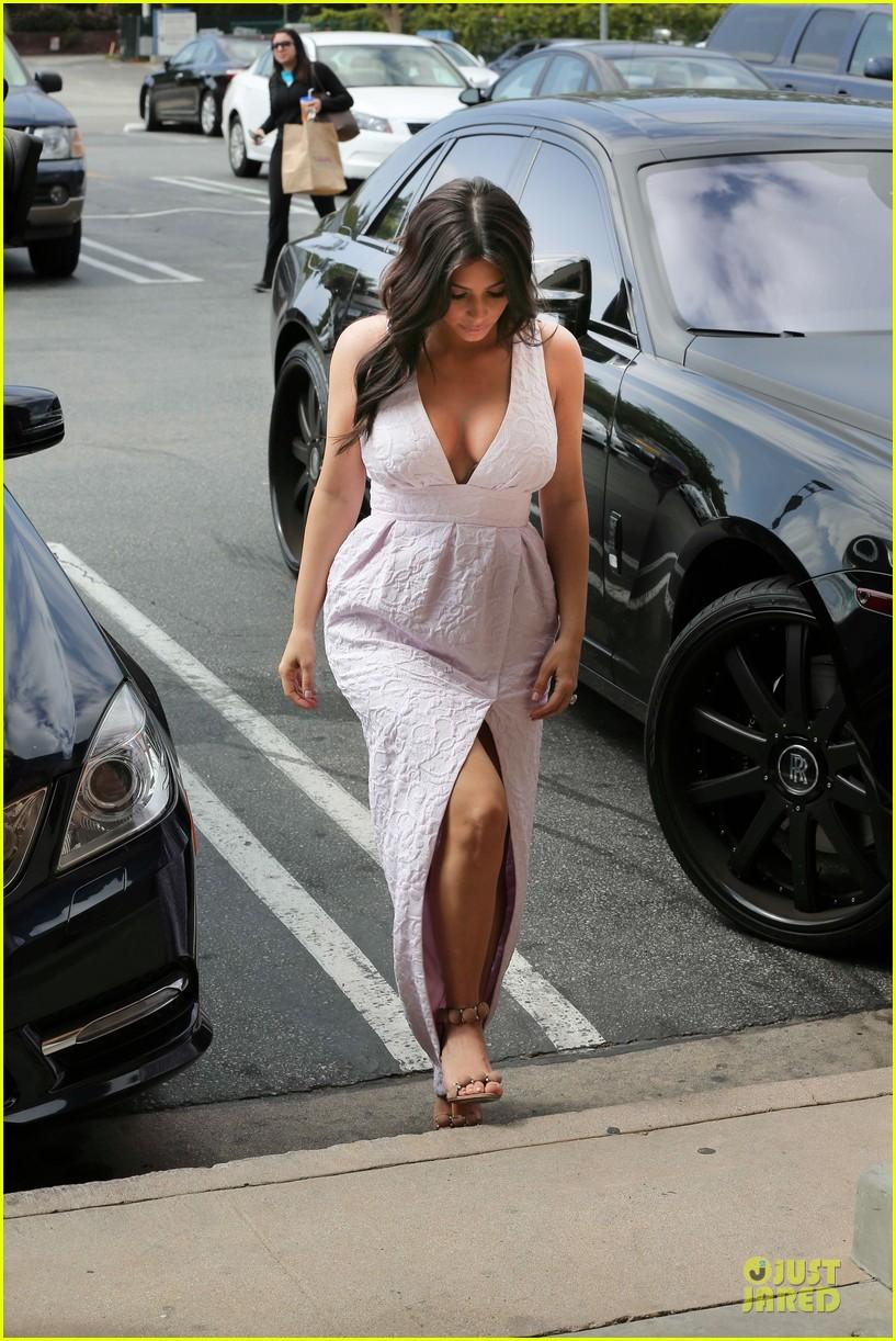kim kardashian cameras flashing with legs 273076222