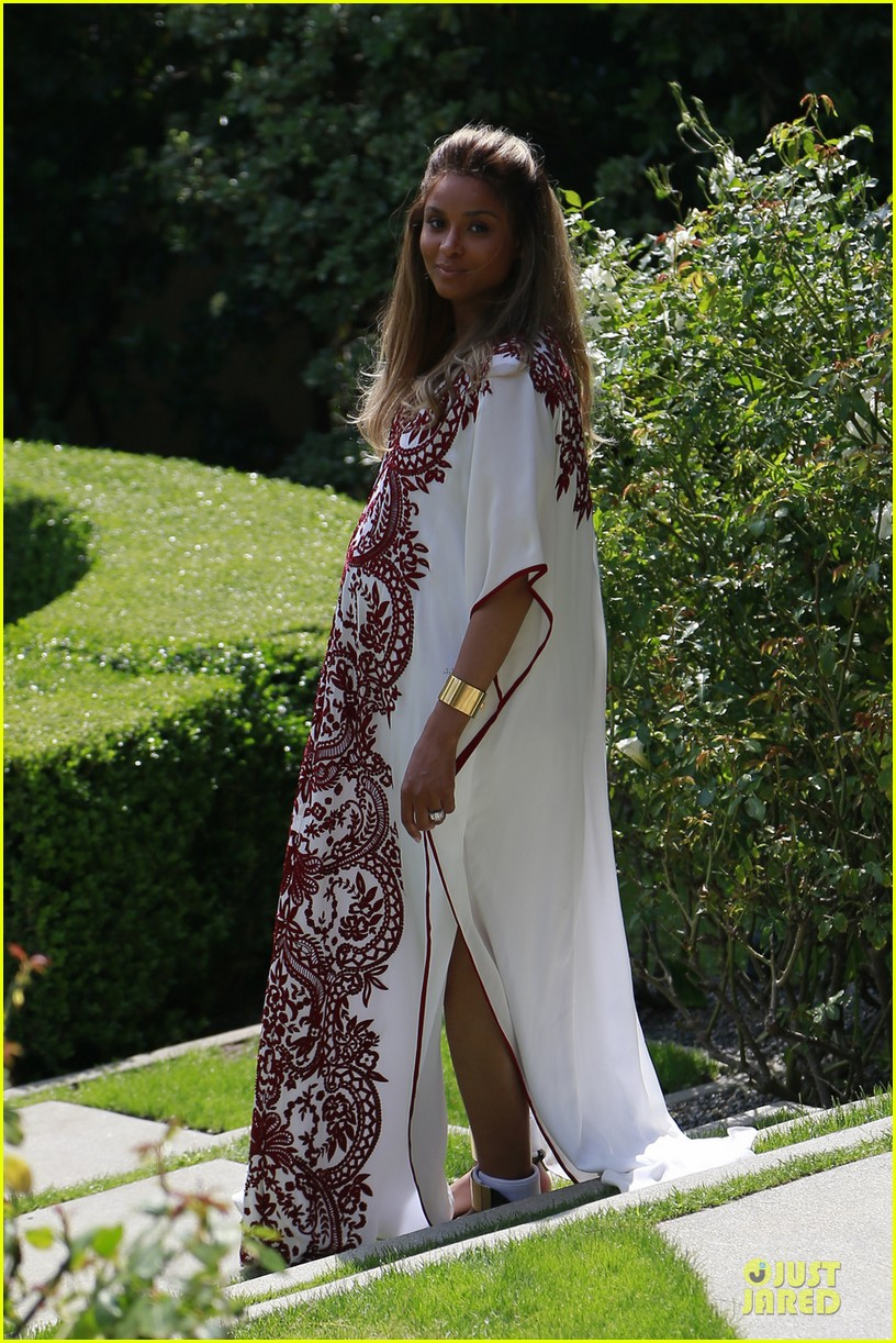 pics photos kim kardashian stuns at ciara s baby shower alongside