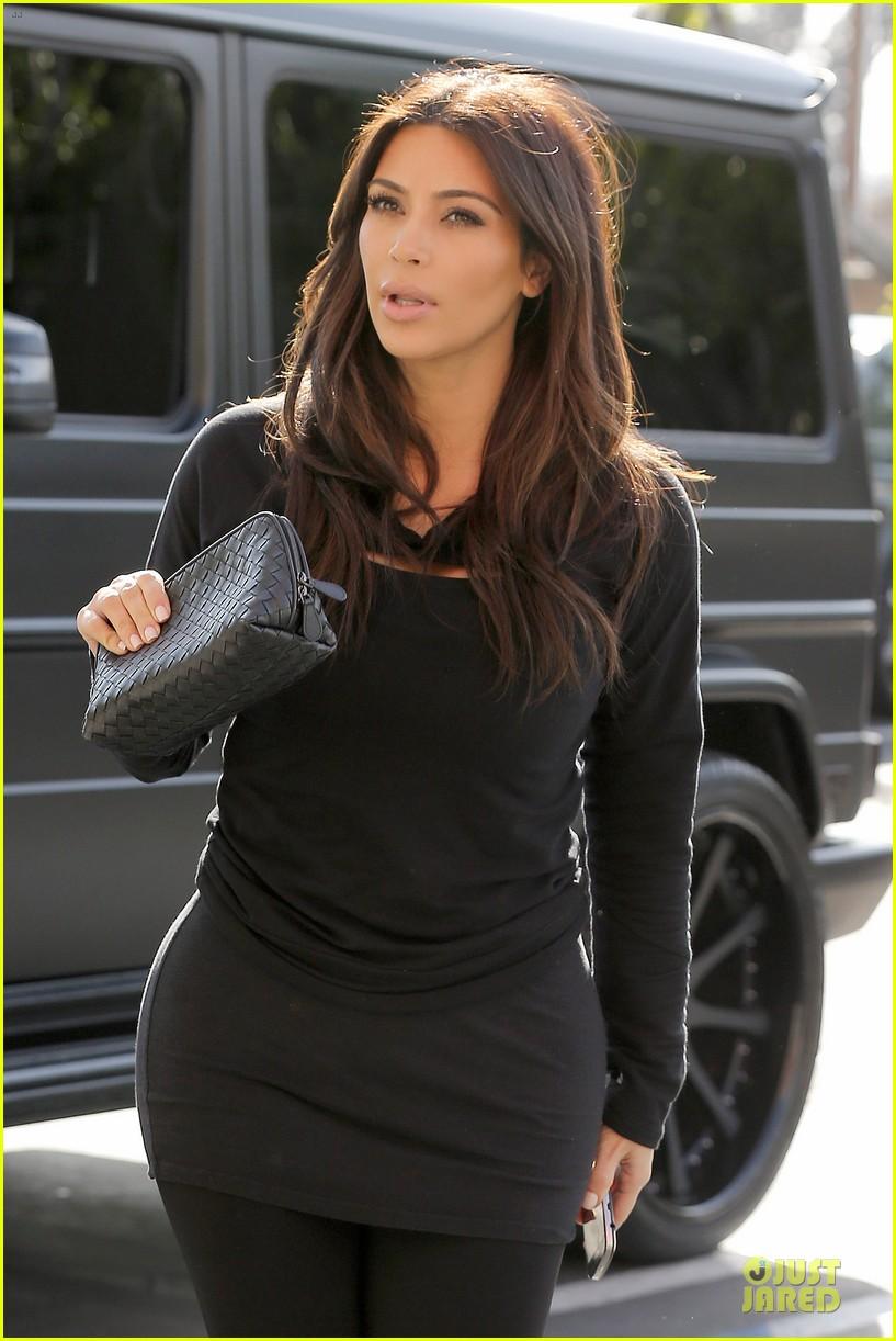 kim kardashian makes a very dark entrance at production office 023066128