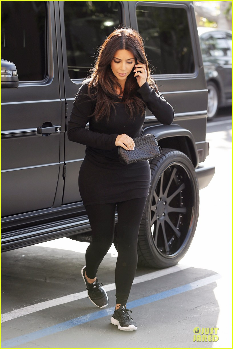 kim kardashian makes a very dark entrance at production office 033066129