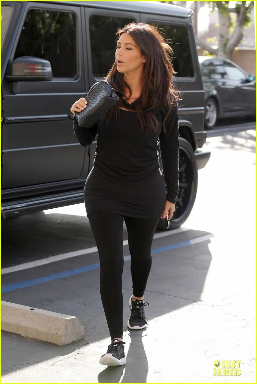 kim kardashian makes a very dark entrance at production office 093066135
