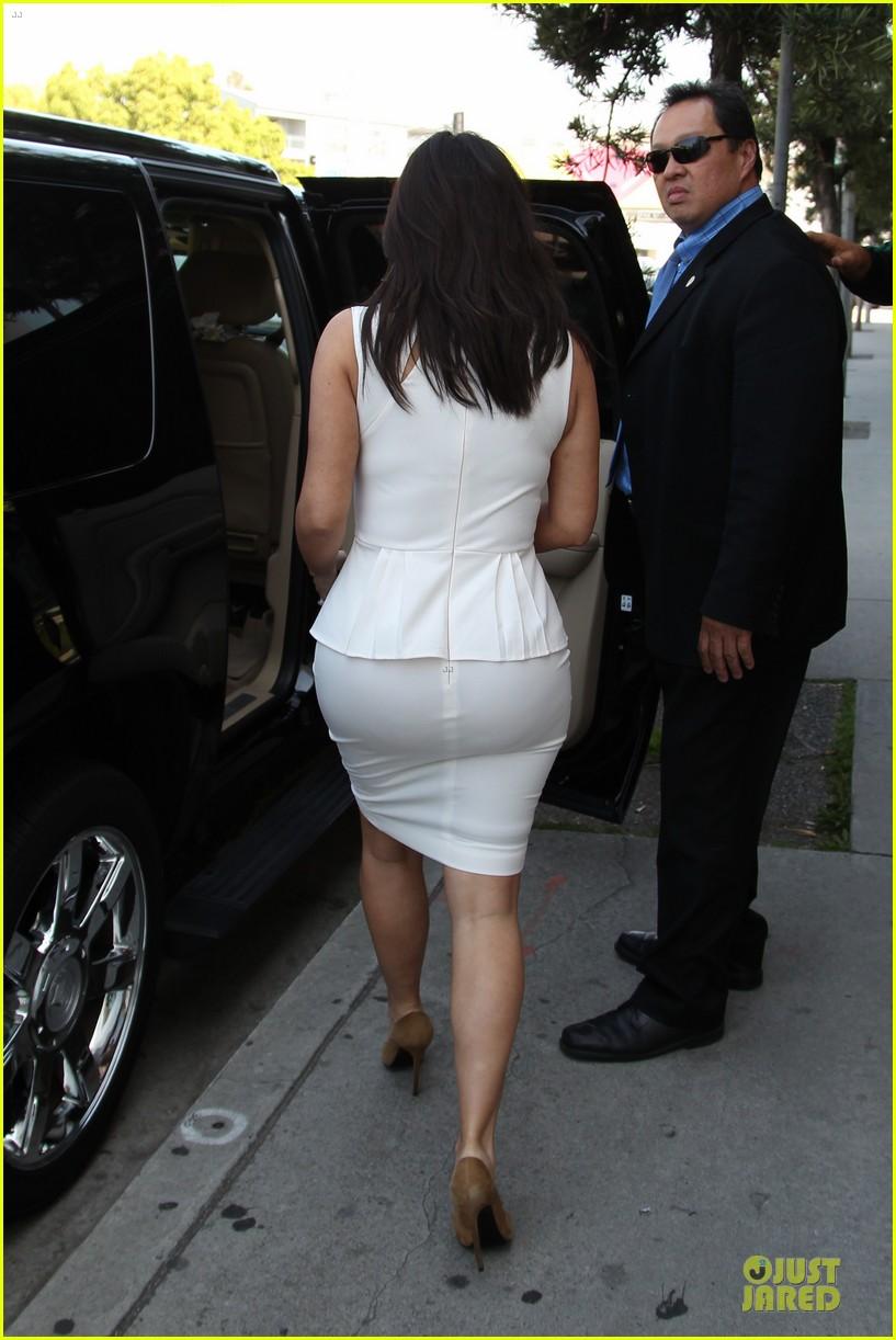 kim kardashian checks on dash store 053073476