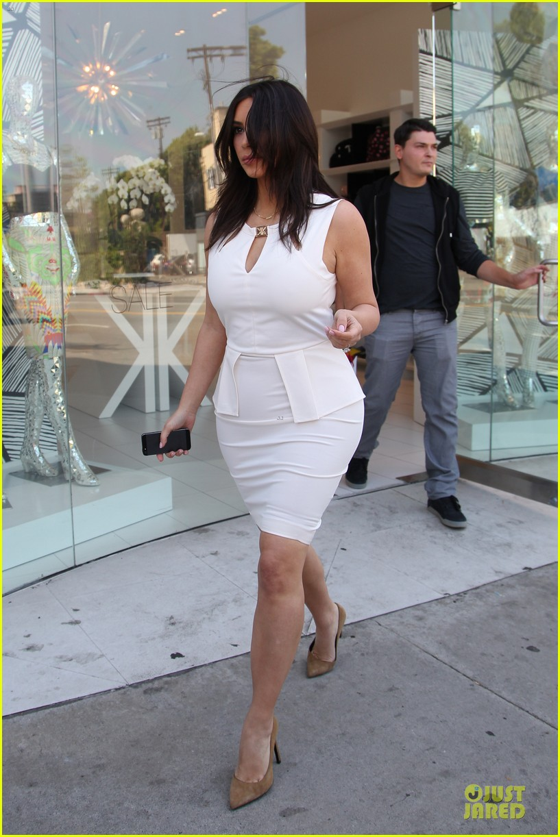 kim kardashian checks on dash store 063073477