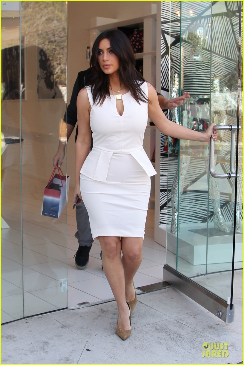 kim kardashian checks on dash store 10