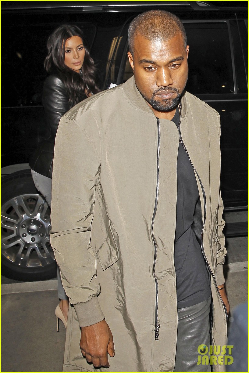 kim kardashian kanye west are a stylish duo jetting off to new york 043078265