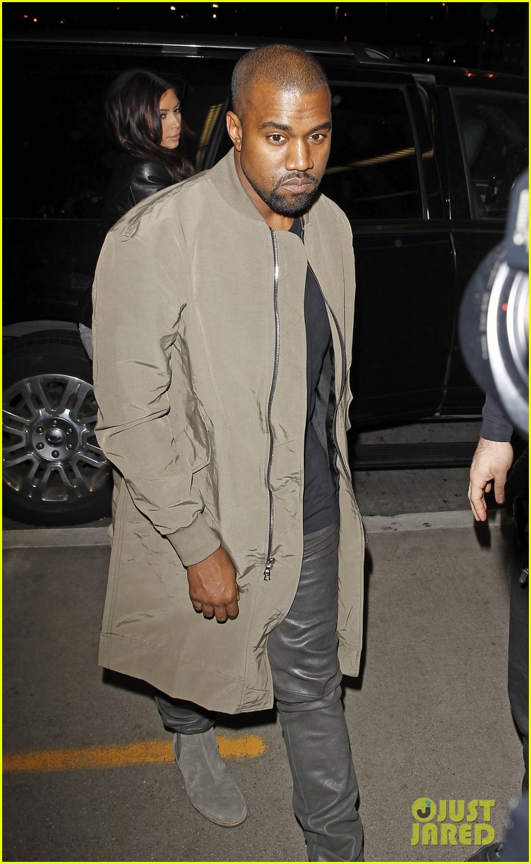 kim kardashian kanye west are a stylish duo jetting off to new york 063078267