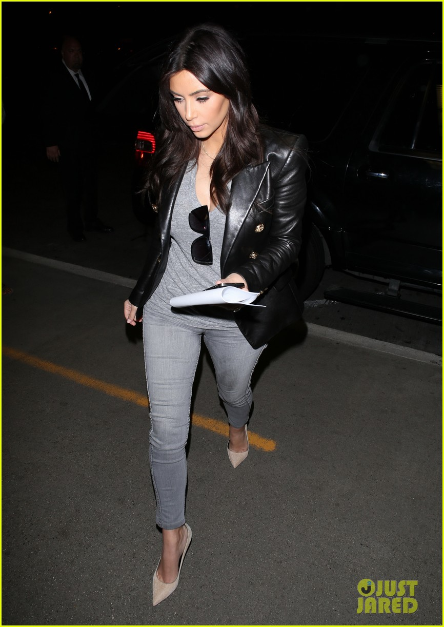 kim kardashian kanye west are a stylish duo jetting off to new york 08