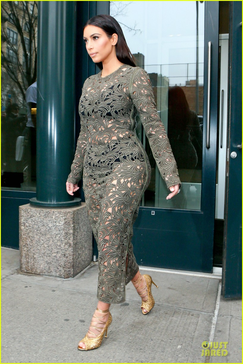 kim kardashian late night with seth meyers 073078590